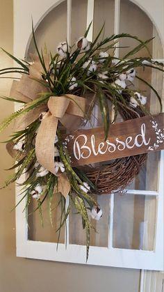 Farmhouse wreath, cotton wreath, rustic wreath, natural wreath, farmhouse decor, front door wreath, home decor wreath, country wreath, kitchen wreath, this farmhouse wreath is full of natural greenery and cotton stems, beautiful for your farmhouse county decor. Measures approx.