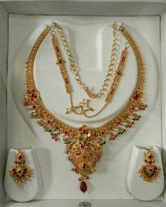 Gold Ring Designs, Gold Jewellery Design, Bridal Jewellery, Gold Jewelry, Gold Choker, Gold Necklace, Indian Embroidery, Short Necklace, Necklace Designs