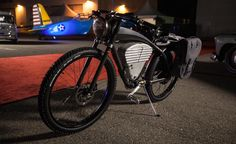 Pairing the classic elegance from the board racers of the World War I era and the modern EV technology, the E-Flyer Electric Bike by ICON is what every bike rider would crave to have in possession.