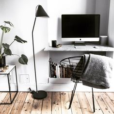 """ALEXANDRA BRING på Instagram: """"Morning views 😂 back home to reality 👩🏼💻💁🏼 and it's sunny and Friday 🙏🏼"""" Home Office, Office Desk, Alexandra Bring, Marble Desk, Minimalist Desk, Old Apartments, Grey Desk, Grey Room, Dream Apartment"""