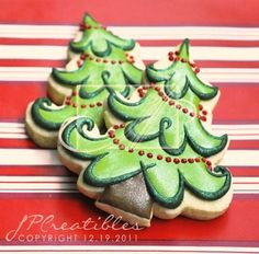 Stunning Christmas Cookies - gahh! I would love to paint these! I absolutely LOVE how the beads are literally dancing and bouncing around the tree!