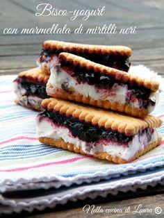 Bisco-yogurt con #FiordifruttaMirtilliNeri, per una pausa fresca e golosa! :-)