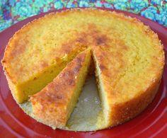 O Bolo Cremoso de Milho com Coco é delicioso, fácil de fazer e bem levinho, já que não contém glúten. Faça para o lanche da sua família e receba muitos elo