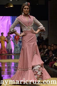 Resultado de imagen de batas rocieras de camino Flamenco Costume, Flamenco Dresses, Dress Sites, Spanish Fashion, Beautiful Women, Costumes, Formal Dresses, My Style, Lady