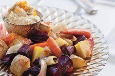 Mit dem Kochbuch  Vegan – die pure Kochlust  stellt Philip Hochuli vegane Rezepte für die schnelle Küche. Probieren Sie doch mal dieses vegane Ofengemüse mit Orangen-Hummus.