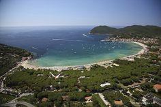 Veduta aerea del paese di Marina di Campo