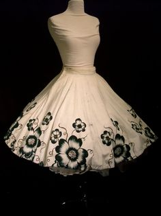 Vintage Circle Skirt - 1950s Mexican Hand Painted Skirt in Black & White - Rockabilly - Pockets - For Size Small Sassy Senoritas