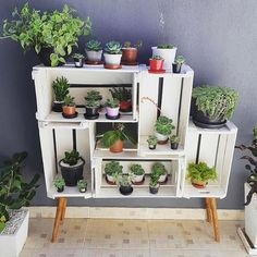 DIY Wooden Crate for Balcony Garden - Balcony Decoration Ideas in Every Unique Detail - - Crate Furniture, Furniture Making, Furniture Ideas, Diy Bedroom Decor, Diy Home Decor, Bedroom Ideas, Wall Decor, Wall Art, Diy Wooden Crate