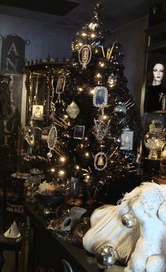 Best Black Christmas Tree Ideas in Christmas 2019 - Christmas Celebration - All about Christmas Instead of the usual green, this Christmas, try something edgy and mysterious. Black is the ideal colour where you can adorn the tree with various [. Christmas Tree 4 Feet, Black Christmas Tree Decorations, Black Christmas Trees, Noel Christmas, All Things Christmas, Christmas 2019, Victorian Christmas Tree, Antique Christmas, Christmas Ideas