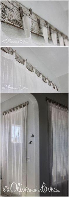 カーテンをフックにかけてあ