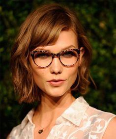 sexy short wavy hairstyle
