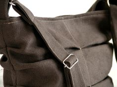 Heavy cotton bag - detail of adjustable shoulder strap chez.chizzi@gmail.com