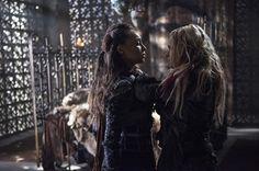 The 100: episódio destaca novo acordo entre Clarke e Lexa - http://popseries.com.br/2016/02/04/the-100-temporada-3-ye-who-enter-here/