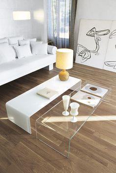 Bridge, tavolo / tavolino / console by SOVETITALIA. La serie Bridge introduce nello spazio giorno, con immediata semplicità, il fascino e il prestigio del cristallo trasparente. In versione extra chiara per una perfetta trasparenza, oppure in diverse ed eleganti finiture laccate.