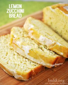 Lemon Zucchini Bread – Like Mother, Like Daughter Do you have an excess of zucchini growing in your garden? How about you try adding a lemony twist to your zucchini bread. This lemon zucchini bread is moist and flavorful and has a delicious lemon glaze Köstliche Desserts, Delicious Desserts, Dessert Recipes, Yummy Food, Lemon Recipes, Sweet Recipes, Baking Recipes, Lemon Zucchini Bread, Lemon Bread