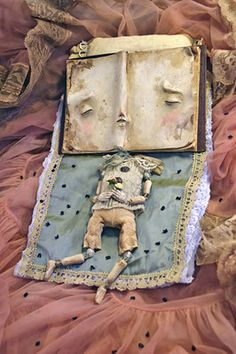 Sleeping book by Spanish artist Sandra Arteaga. I'm in love !