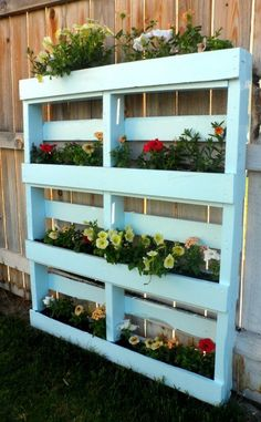 Two DIY Recycled Pallet Planters Two different ways to create a beautiful planter for flowers or herbs out of a recycled wooden pallet. The post Two DIY Recycled Pallet Planters appeared first on Pallet Diy. Wooden Pallet Projects, Wooden Pallet Furniture, Diy Pallet, Diy Projects, Pallet Fence, Pallet Ideas, Wood Pallet Planters, Garden Ideas With Pallets, Pallet Garden Projects