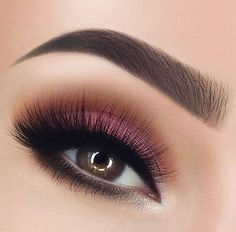 """43.6k Likes, 74 Comments - Morphe Brushes (@morphebrushes) on Instagram: """"Sunset eyes ☀️ @paulinemartyn delivering a gorgeous Spring ready look using the 35O palette. These…"""""""