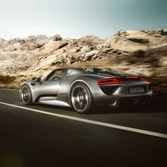 Fuel consumption/emissions* of the 918 Spyder: Total in l/100 km 3.3-3.0; CO2 emissions (total) g/km 79-70; power consumption kWh/100 km 13.0-12.5