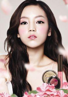Goo Hara's stunning, pink rose-like makeup for Nature Republic #allkpop #kpop #kara #goohara