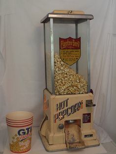 Vintage Popcorn Machine coin operated by Electro Serve Hollywood Movie theater Antique Items, Vintage Items, Vintage Tools, Vintage Pins, Popcorn Stand, Popcorn Boxes, Vintage Decor, Retro Vintage, Vintage Slot Machines