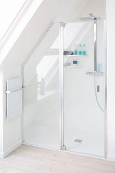 Italian shower: 20 models to discover - Attic Ideas Attic Shower, Small Attic Bathroom, Attic Master Bedroom, Loft Bathroom, Tiny Bathrooms, Upstairs Bathrooms, Attic Rooms, Attic Spaces, Bathroom Renos