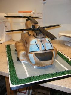 Chinook+cake Nerf Cake, Army Life, Grooms, Cake Ideas, Wedding Cakes, Dessert Recipes, Drink, My Style, Board