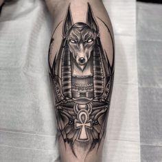 Hermoso Anubis Tattoo, Horus Tattoo, Ankh Tattoo, Forarm Tattoos, Forearm Tattoo Men, Leg Tattoos, Body Art Tattoos, Epic Tattoo, Badass Tattoos