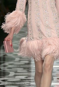 Valentino at Couture Fall 2007 Source by fennellalike pink Pink Fashion, Couture Fashion, Fashion Dresses, Fashion Glamour, Glamorous Chic Life, Estilo Lolita, Gris Rose, Looks Street Style, Feather Dress