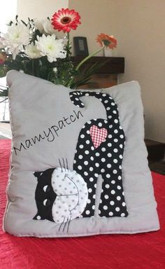 Ideas For Patchwork Pillow Ideas Stitches Dyi Pillows, Quilt Patterns, Sewing Patterns, Sewing Crafts, Sewing Projects, Cushion Cover Pattern, Patchwork Chair, Coin Couture, Cat Quilt