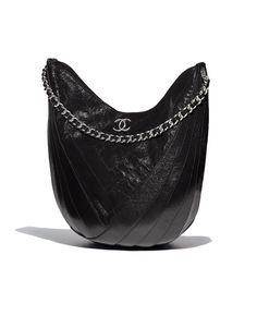 Sac hobo, cerf froissé verni & métal argenté-noir - CHANEL RTW SS 2018 #Chanel #ChanelEphemeralLandscape #ChanelSpringSummer 2018 #SS18 #KarlLagerfeld | Visit espritdegabrielle.com L'héritage de Coco Chanel #espritdegabrielle