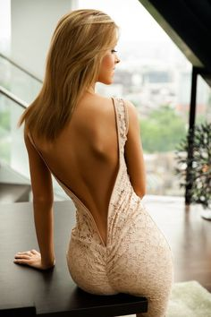 Perfect sexy back! Looks super sexy because the model has heart body shape Sexy Backless Dress, Sexy Dresses, Prom Dresses, Tight Dresses, Tight Skirts, Dresses 2016, Quinceanera Dresses, Dress Prom, Bridal Dresses