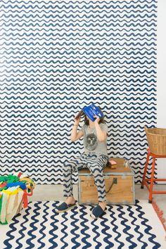 Het Spaanse kinderkledingmerk Bobo Choses had al een home-collectie met vloerkleden en mokken, maar nu is er Bobo Choses behang verkrijgbaar!