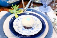 Color coordinate your china colors with your cupcake decorations!