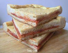 Pizza ripiena con prosciutto cotto e mozzarella | Ricetta