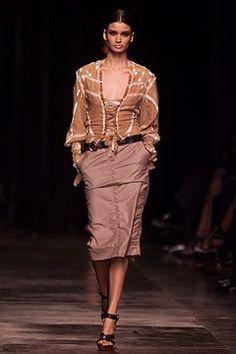 Saint Laurent Spring 2002 Ready-to-Wear Fashion Show - Caroline Ribeiro