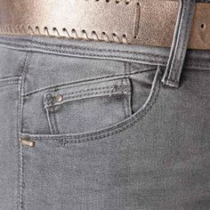 Discover women's straight leg jeans from the French fashion online shop Promod! Straight leg jeans for women - find your perfect shape at Promod UK! Raw Denim, Denim Jeans Men, Jean Grey, Pocket Detail, Denim Fashion, Denim Style, Trousers, Women, Diesel Jeans
