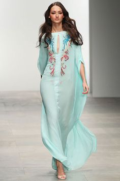 Issa at London Fashion Week Spring 2012 Abaya Fashion, Modest Fashion, Fashion Dresses, Kaftan Style, Caftan Dress, Beautiful Gowns, Beautiful Outfits, Mode Abaya, Estilo Hippy