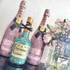 Birthday Gift Baskets, Birthday Gifts For Sister, 21st Birthday, Glitter Champagne Bottles, Bling Bottles, Diy Christmas Gifts, Holiday Gifts, Decorated Liquor Bottles, Alcohol Gifts