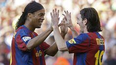 #Fútbol: Ronaldinho felicita a Messi por sus 500 goles con el Barcelona