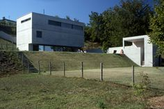 Casa Bernasconi, Carona, Switzerland (1989) - Luigi Snozzi Luigi, Rationalism, Villa, Modern Architecture, Concrete, Images, Construction, Exterior, Outdoor Decor