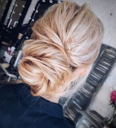 The best hairstyles | Messy Bridal updo | fabmood.com #weddinghair #harido #messyupdo #messyweddingupdo #upstyle #besthairstyle #hairstyle #hairstyleideas