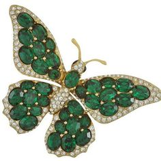 Ciner has many beautiful Butterfly's in its collection and we continue to add more. This particular guy remains one of my favorites. Shown here with Faceted Austrian Emerald Stones and Pave Crystal with 18k Gold Plating. #butterfly #pin #brooch #emerald #green #gold #ciner #cinerjewelry #cinerny #crystal #austrian #costumejewelry #jewelry #nyc #madeinamerica #craftsmanship #quality #collectibles
