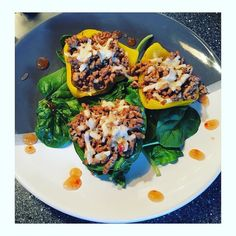 Quick #dinner - stuffed peppers with turkey mince seasoned with paprika garlic black pepper  low fat cheese & chilli sauce. #food #foodie #foodporn #nutrition #simple #eatclean #healthy #lowcarb #diet #lifestyle #fitness #fitfam #fitspo #gym #gymlife #gains #protein #aesthetics #bodybuilding #cooking #healthyeating #picoftheday #instagood by pamela_0x0