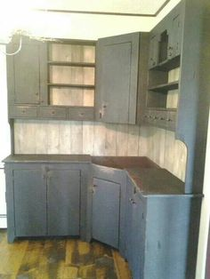 kitchen remodel Love this****Build your own cabinets for a prim kitchen Sealing Na Kitchen Redo, Rustic Kitchen, New Kitchen, Vintage Kitchen, Kitchen Remodel, Kitchen Design, Kitchen Ideas, Bakers Kitchen, Primitive Kitchen Cabinets