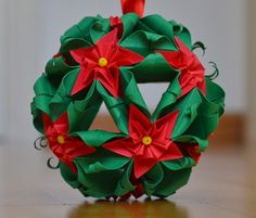 kusudama christmas pascua flower Christmas Origami, Diy Christmas Tree, All Things Christmas, Christmas Wreaths, Diy Flowers, Paper Flowers, Origami Modular, Fun Crafts, Paper Crafts