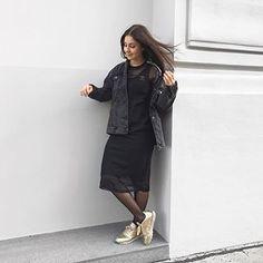 shiny, shiny sun ☀️ had to get up early today because i have a course at university but with all that sunshine i am just happy to be awake 🙃🙂 what are you up to today? 🙌🏼 | so in love mit meinem neuen @adidasoriginals kleid 🖤 ich werde es euch definitiv am blog verlinken 👌🏼😊 endlich wird es wieder warm und ich kann meine kleide und röcke tragen, ich mag nämlich jeans einfach überhaupt nicht 🙈🙊 geht's wem gleich? 📷: @nwlife.at #me #myself #happymove