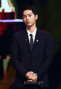 Song joong ki ❤ receiving an award 2016