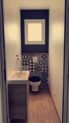 Wc with cement tiles - Master Bathroom Small Downstairs Toilet, Small Toilet Room, Guest Toilet, Bathroom Design Small, Bathroom Interior Design, Modern Bathroom, Wc Design, Toilet Design, Design Ideas
