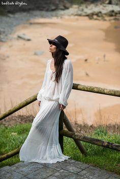 A romantic touch. La Vie en Rose (Bilbao) bohemian maxi dress, Barbour hat. Blogger Adriana Lindo. Photographer Ángel Robles Robles.